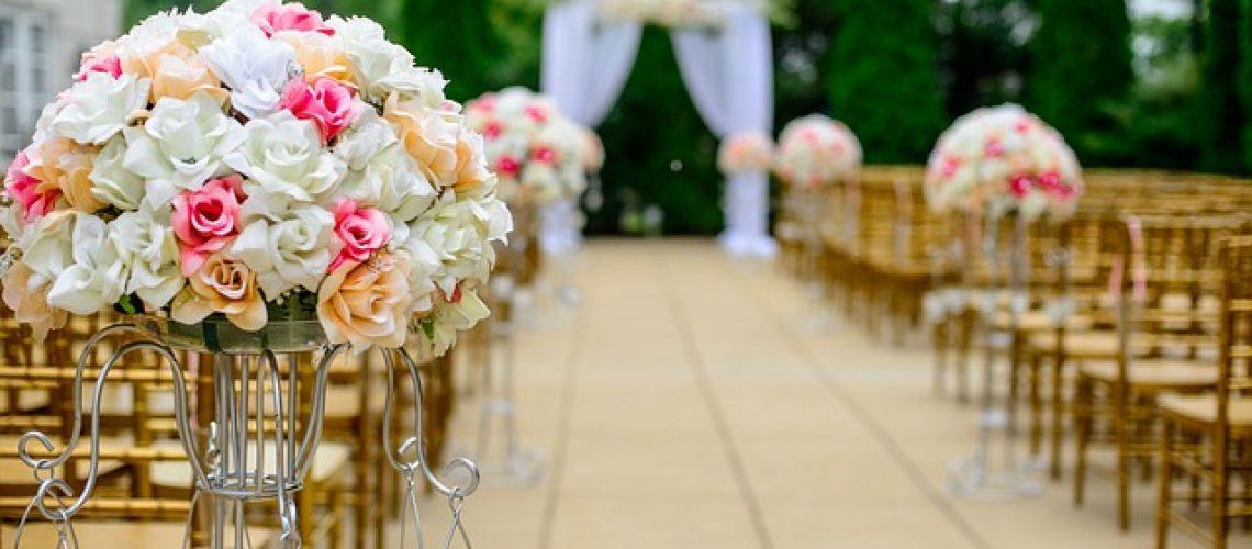עיצוב חתונה בעזרת פרחים