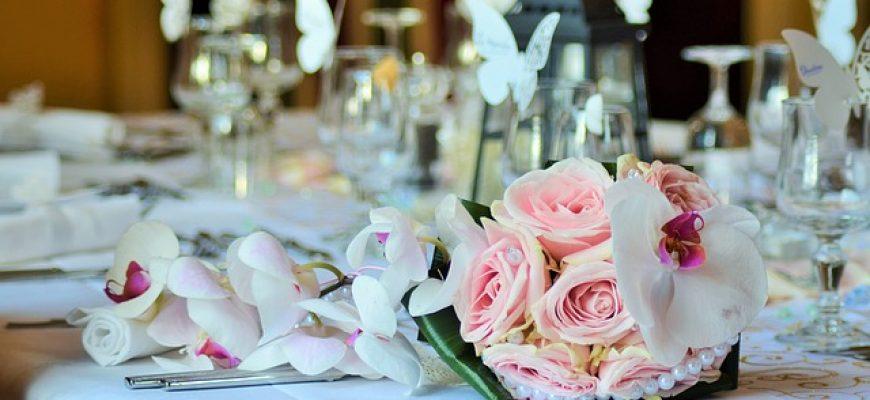 עיצוב האירוע בעזרת פרחים חיים