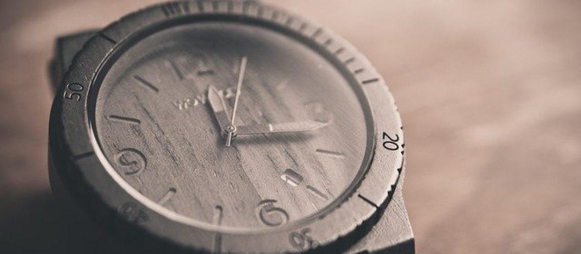 שעון שחור לגבר