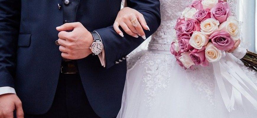 אישורי הגעה לחתונה – למה חשוב להשתמש בשירות?